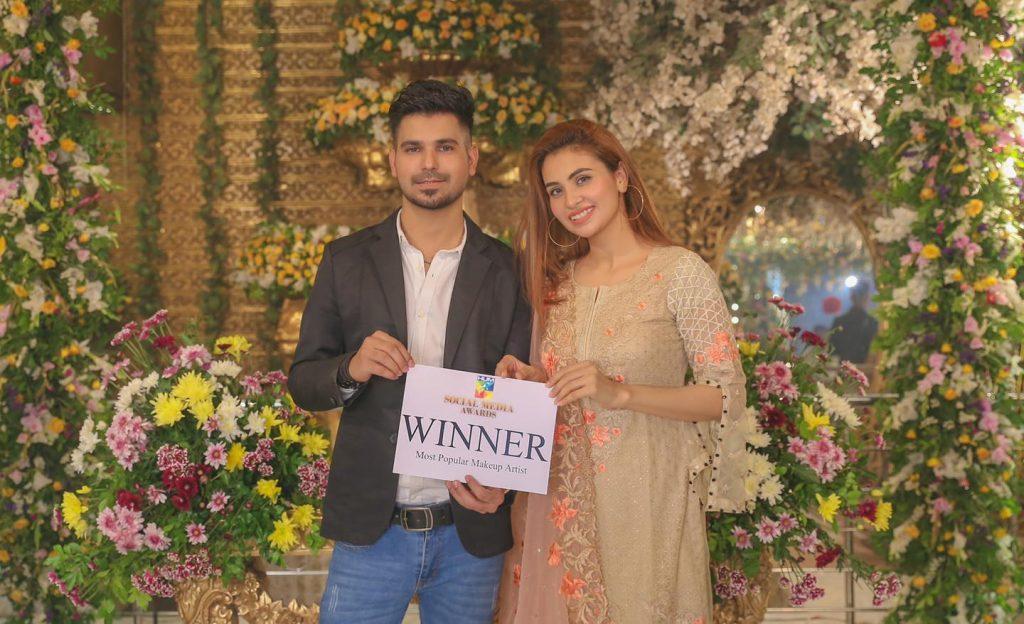 Kashees Salon Celebrating Their Achievement On Winning Hum Social Media Award