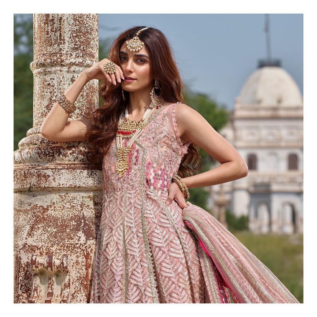 Best Royal Outfits of Maya Ali that are Love