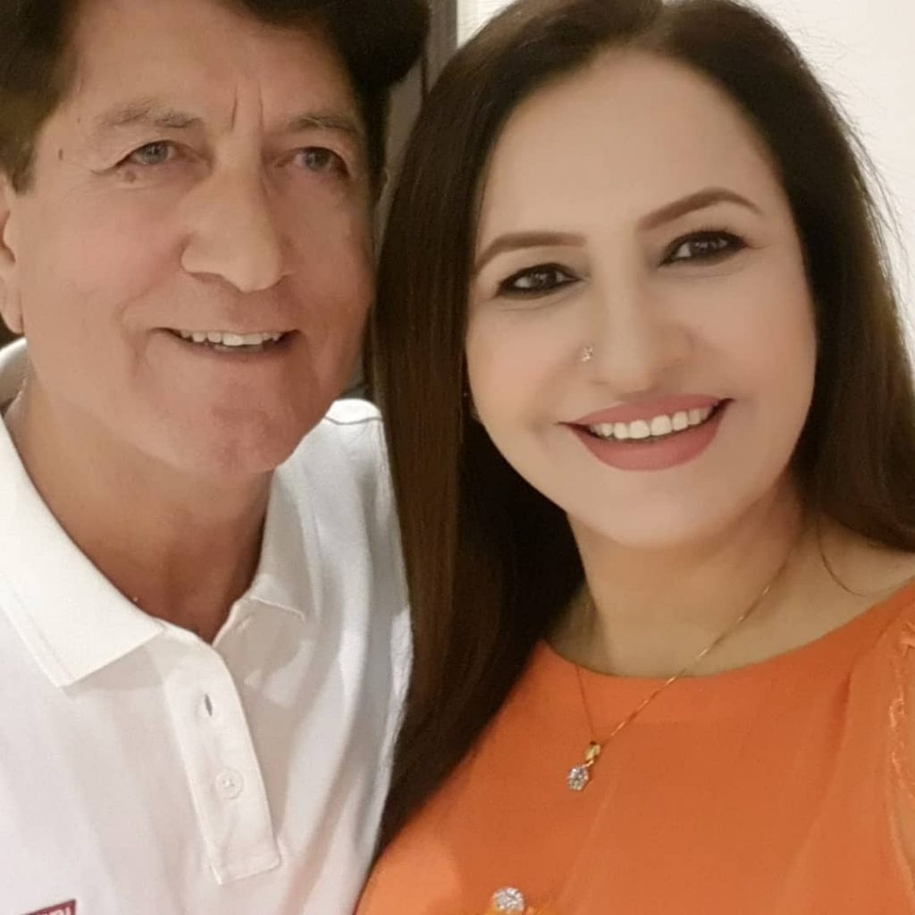 Beautiful Saba Faisal with her Husband - Lovely Pictures