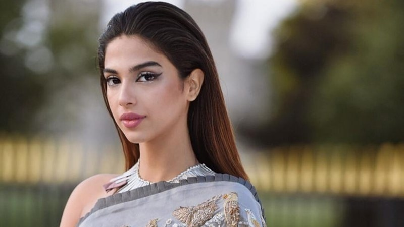 Sonya Hussyn Walks Out from The Sets