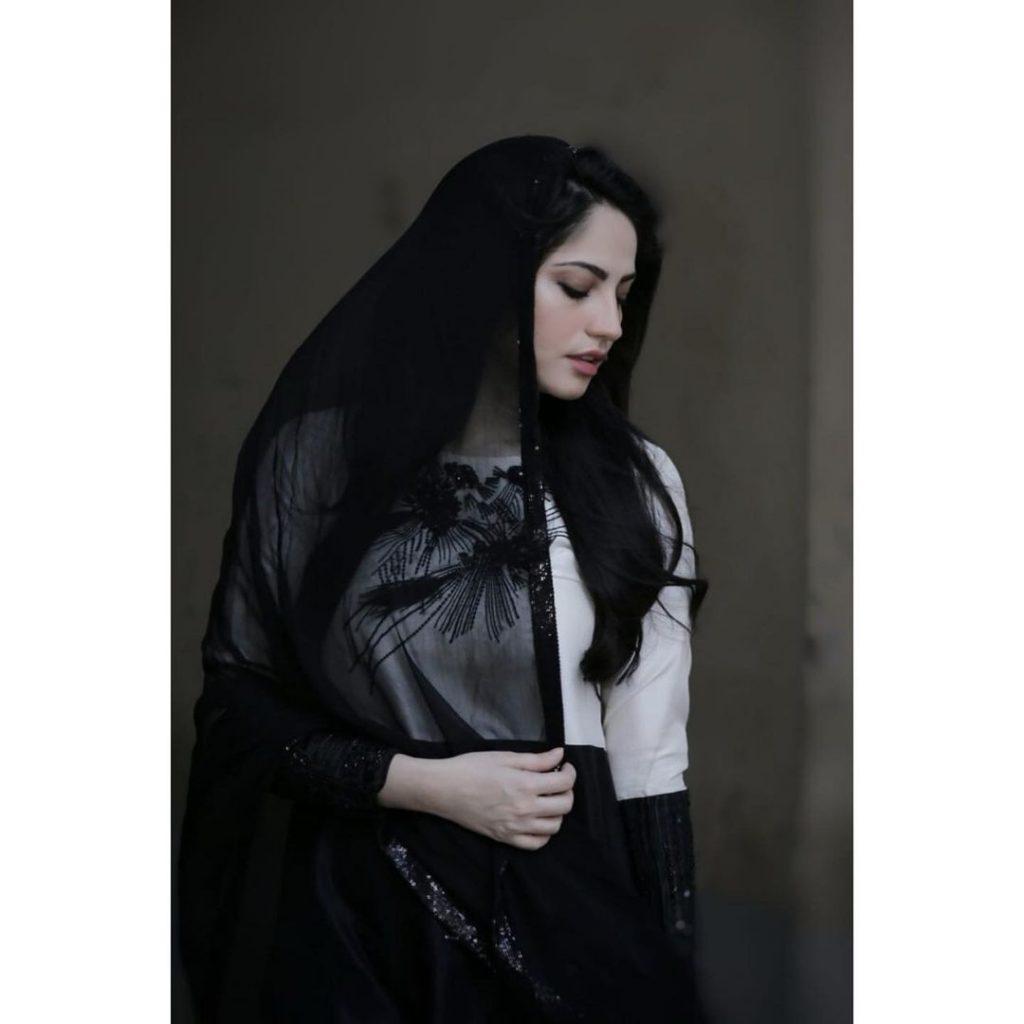 40 Pictures Of The Beautiful Neelam Muneer in Black Attire