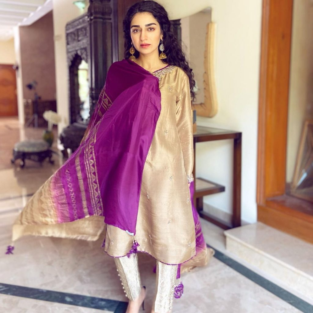 30 Pictures of the beautiful Hajra Yamin