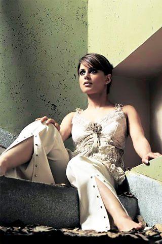 25 Bold Photos Of Beautiful Mehreen Raheel