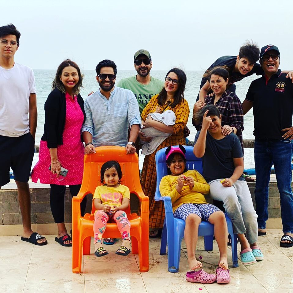 Faisal Qureshi family - 10 Beautiful Pictures