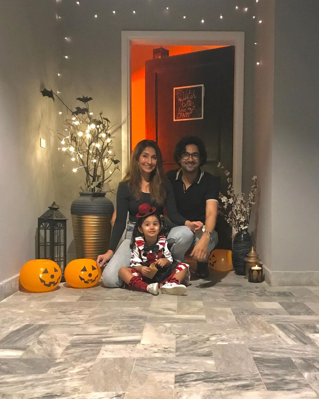 Ali Safina with his Wife Hira Tareen and Daughter - Adorable Pictures