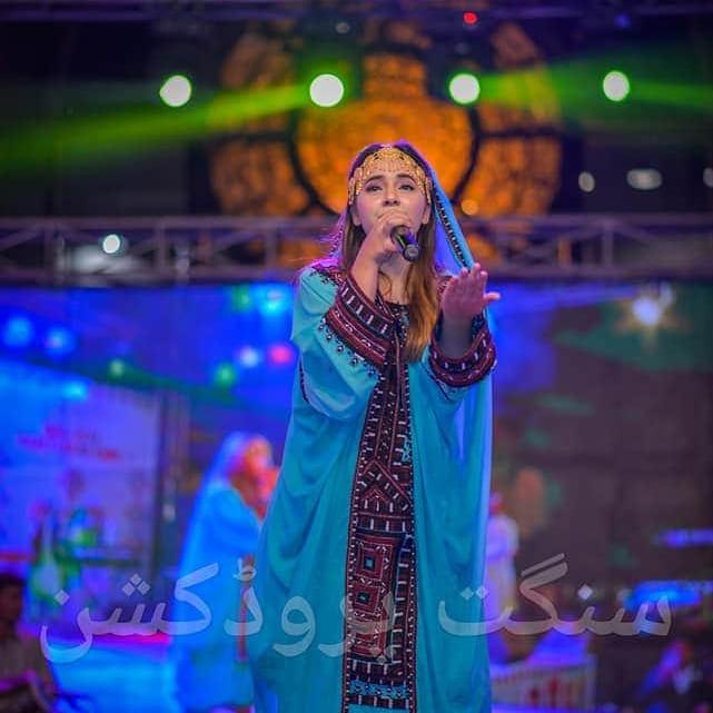 Allay (Munjha Mar Wara) Girl Urooj Fatima | Real Life Pictures