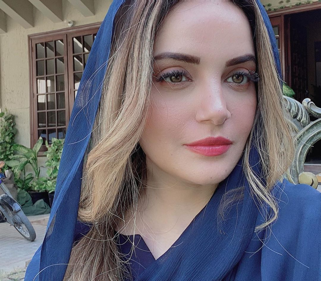 Armeena Khan Latest Pictures with her Husband