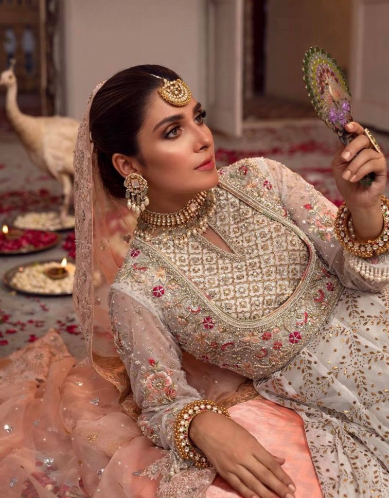 Same Makeup Looks Of Ayeza Khan And A Bollywood Actress