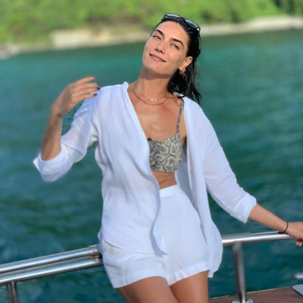 Hande Subasi Unhappy About Criticism From Pakistani Fans