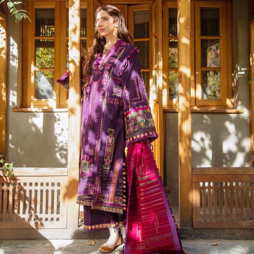 Mahira Khan Beautiful Clicks from Cold Desert Skardu