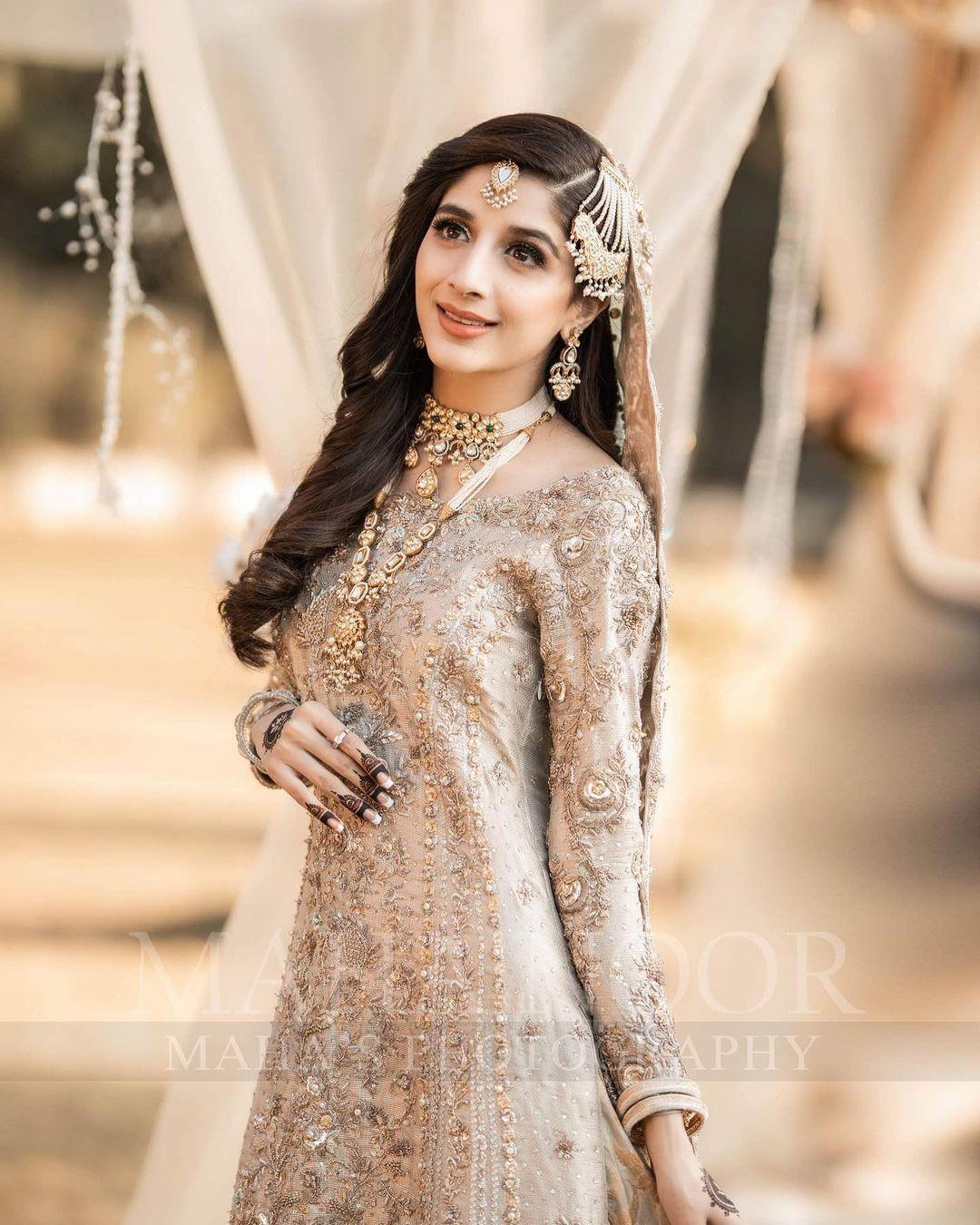 Mawra Hocane Looks Royal in her Latest Bridal Makeup Shoot