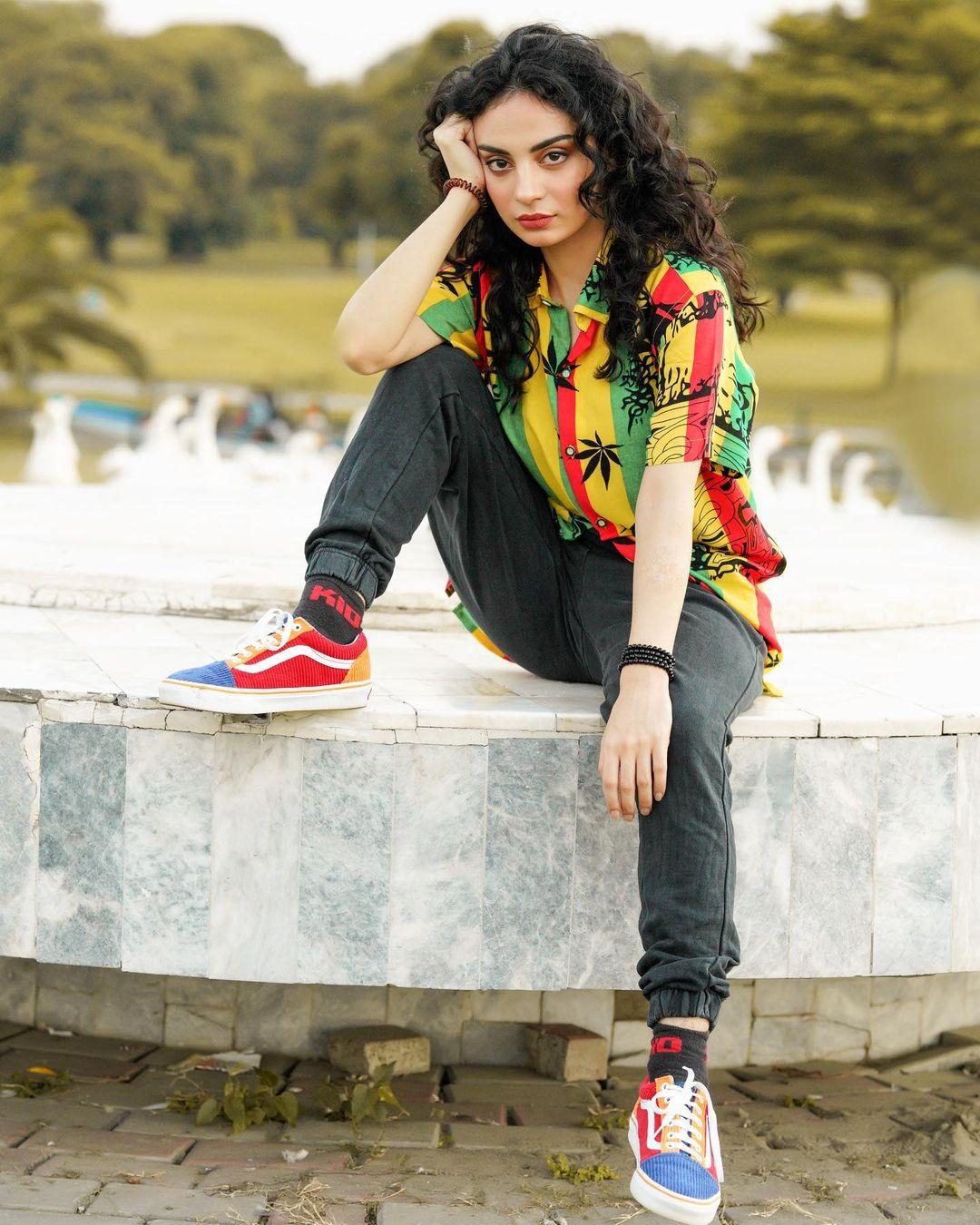 Latest Beautiful Clicks of Talented Actress Mehar Bano