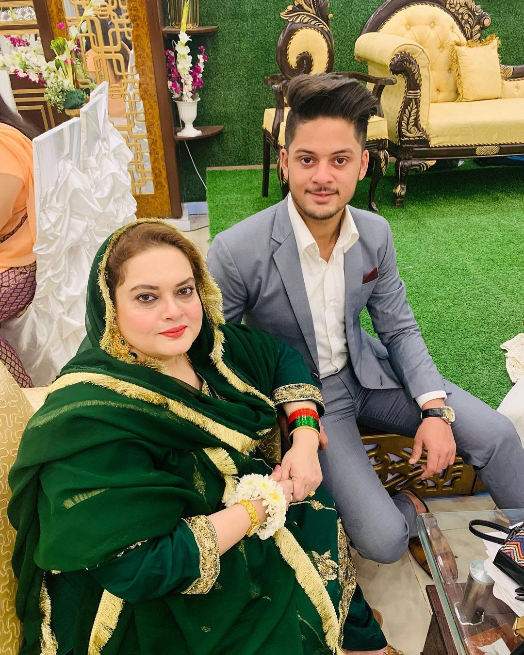 Minal Khan with her Family - Latest Pictures