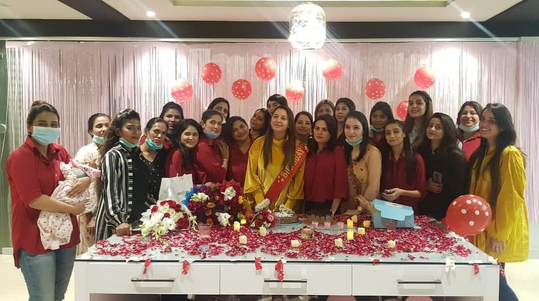 Anchor Rabia Anum Birthday Pictures