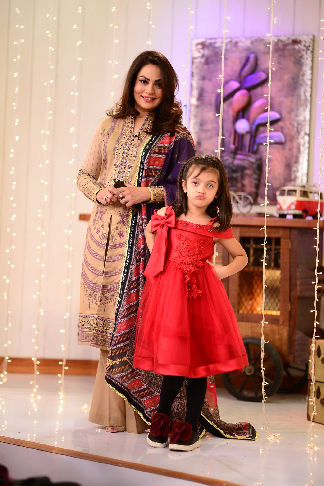 Sadia Imam With her Daughter in Good Morning Pakistan