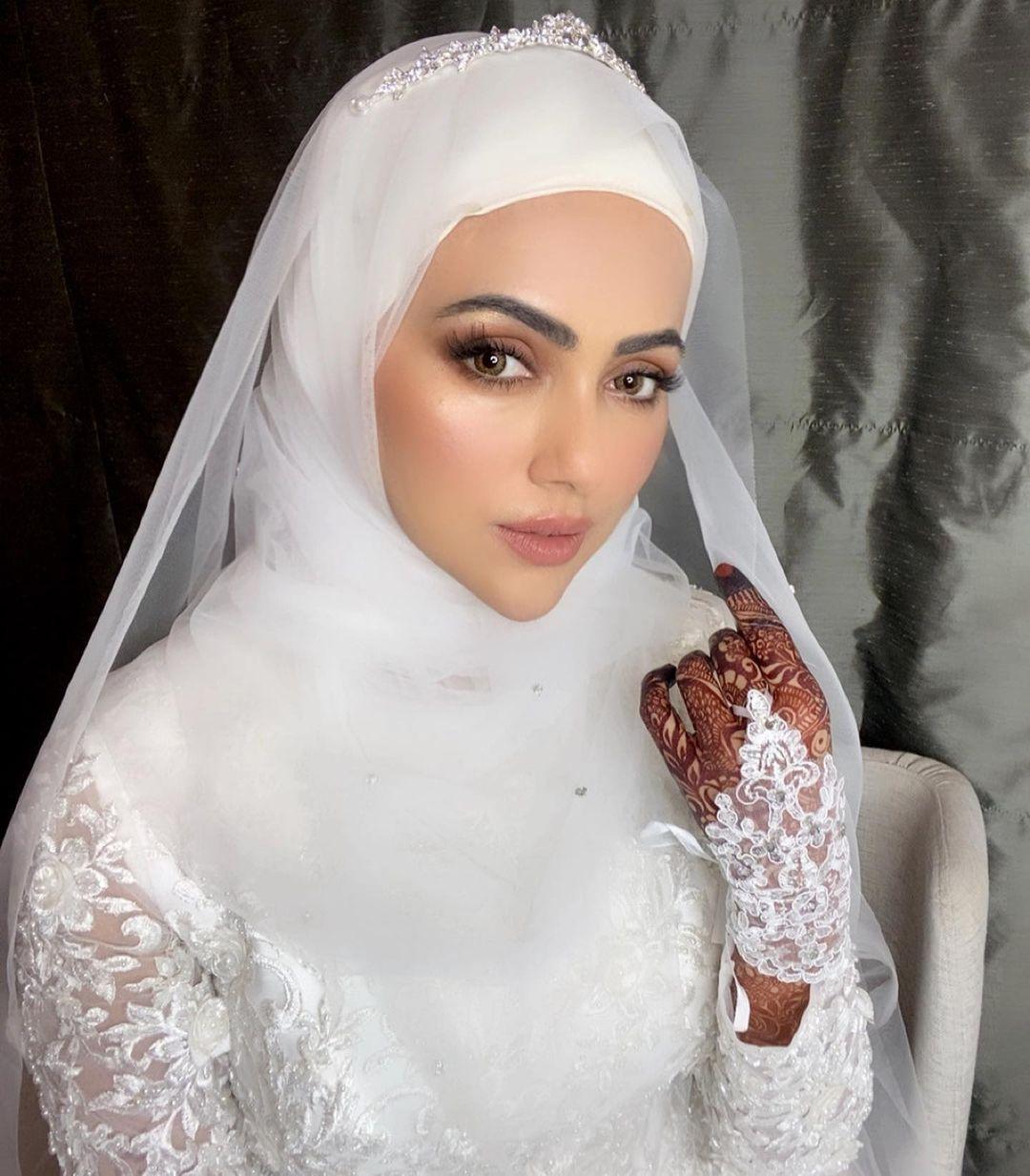 اداکارہ ثنا خان اپنی شادی سے - خوبصورت تصاویر
