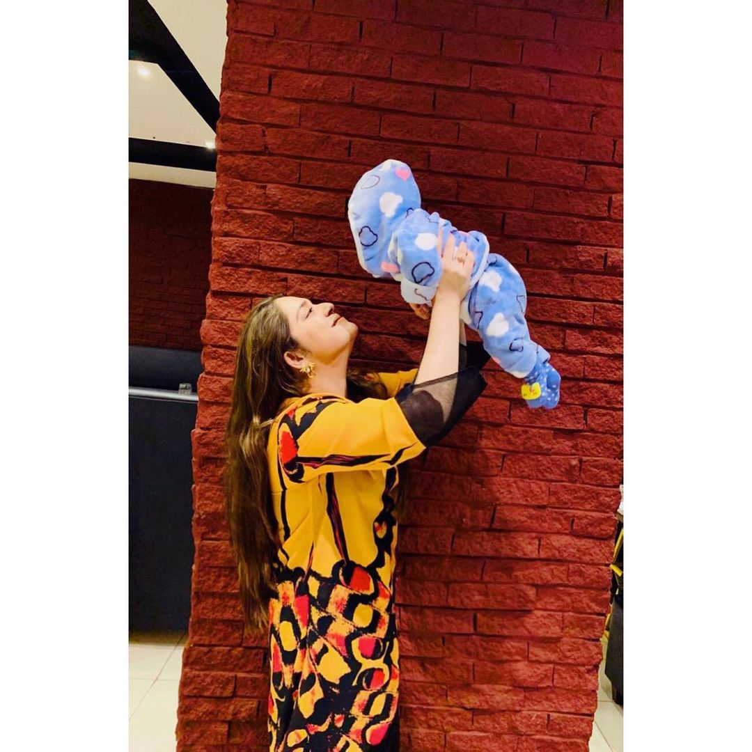 Sarah Razi with her Baby Girl - Adorable Pictures