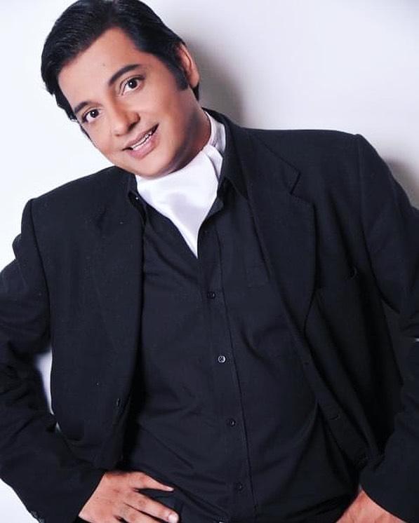10 Funny Poses of the The Fun-Loving Nabeel Zafar