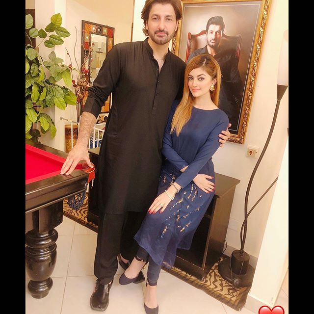 Pakistani Celebrities Who Keep Their Wives With Them