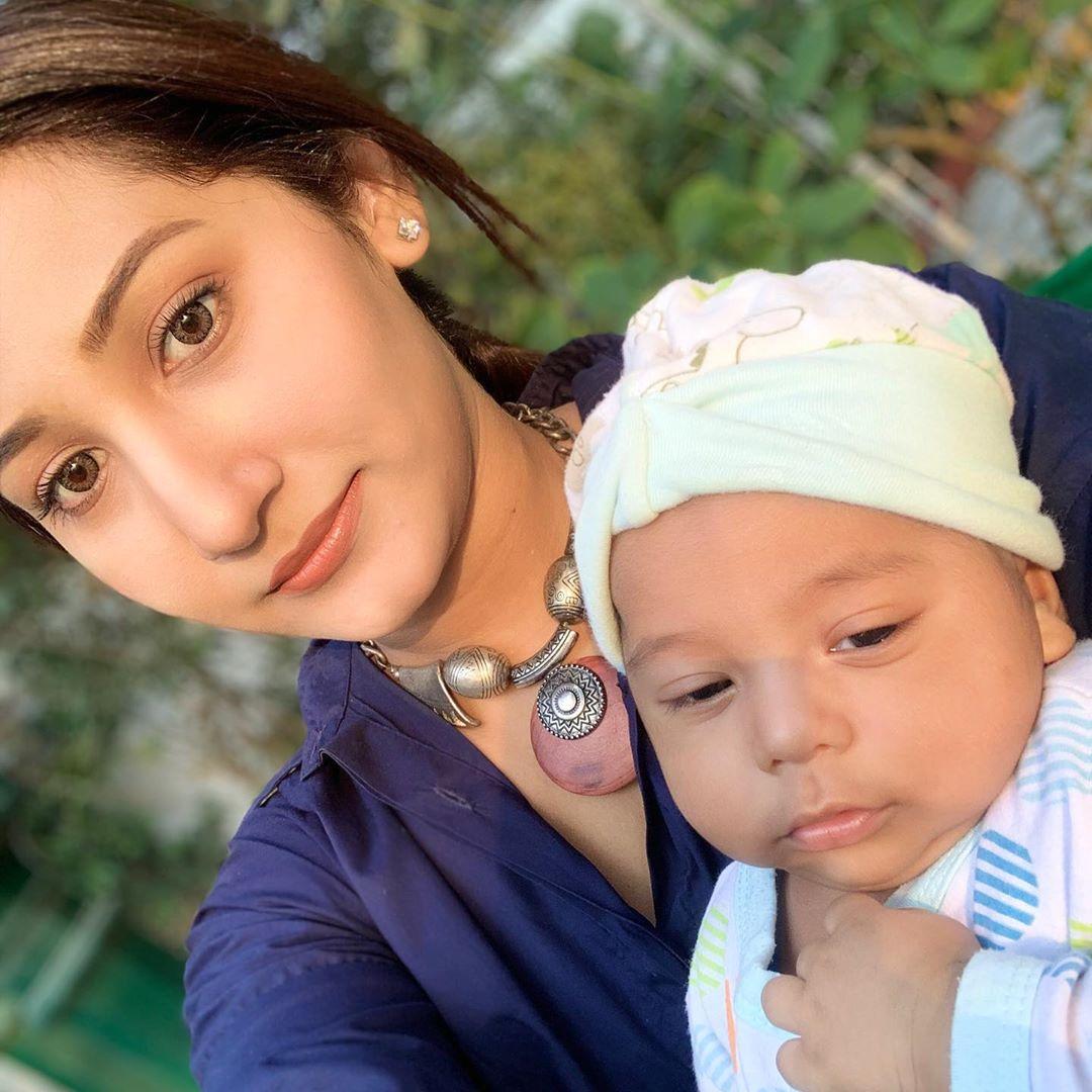 Actress Pari Hashmi Latest Photos with her Son