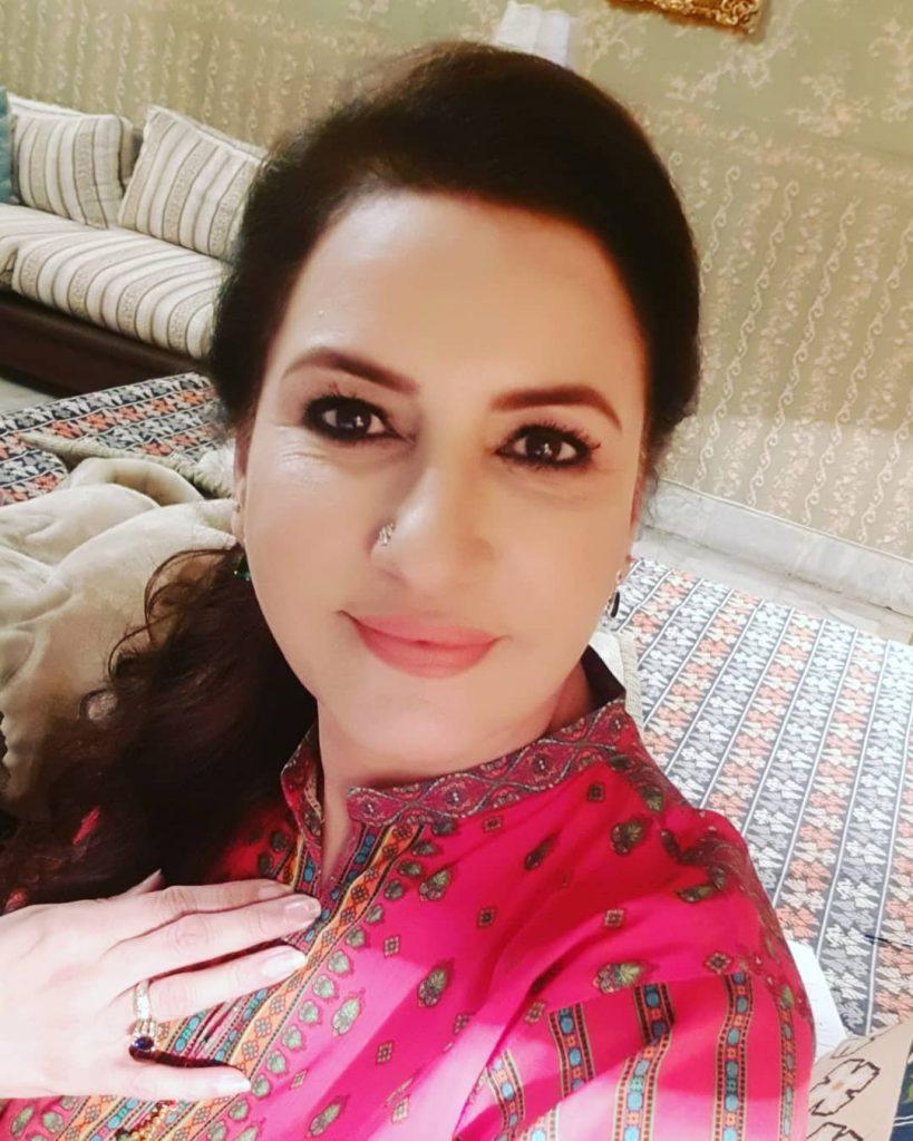 Latest Beautiful Selfies of Saba Faisal