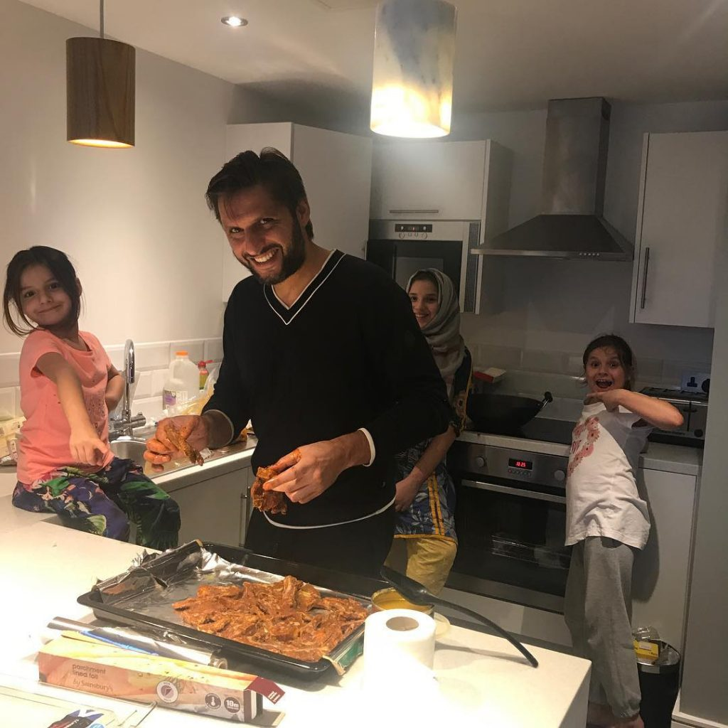 Shahid Afridi Family - 20 Lovely Pictures