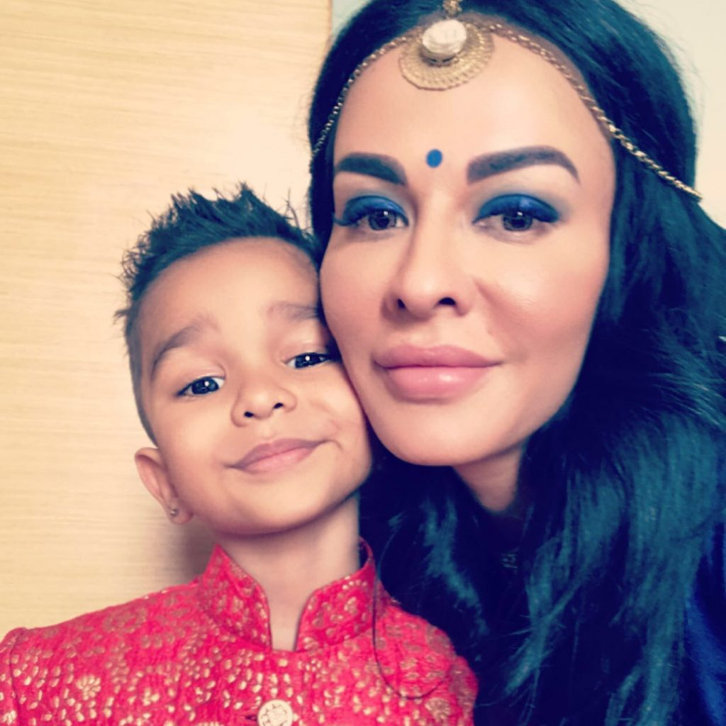 Shikhar Dhawan Wife | 10 Eye-Catching Pictures