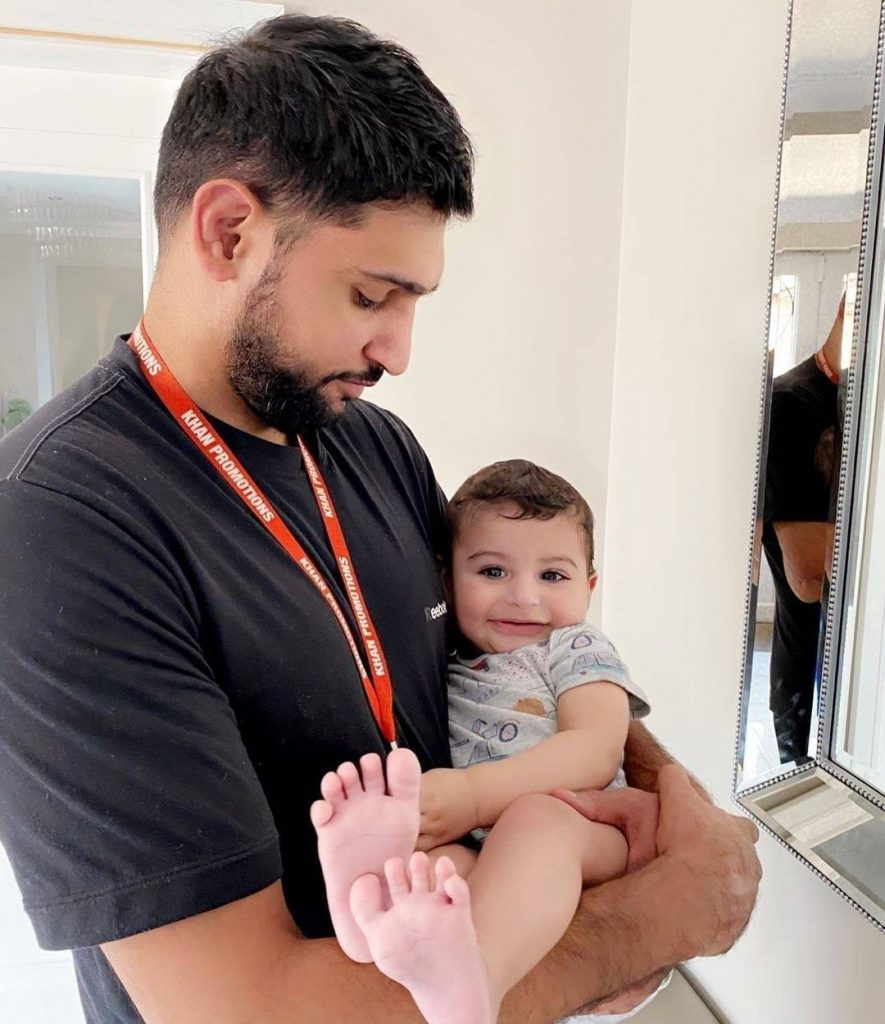 Beautiful Family Pictures Of Boxer Amir Khan