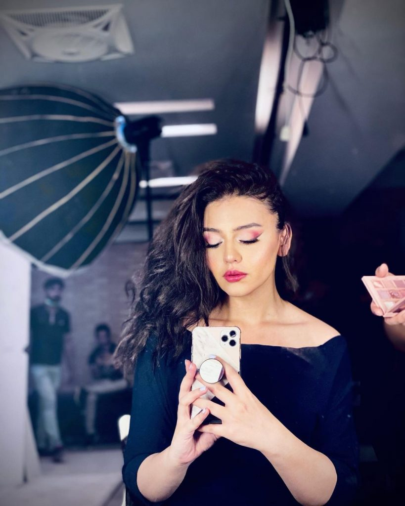20 Latest Photos of the Beautiful Zara Noor Abbas