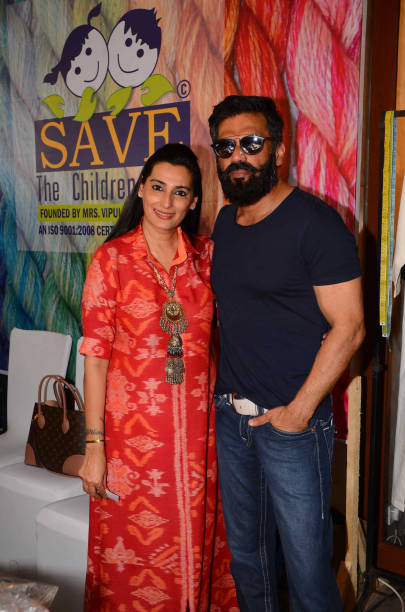 Sunil Shetty Wife | 10 Romantic Pictures