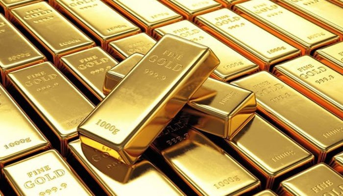 Gold price declined by Rs 750 in Pakistan.