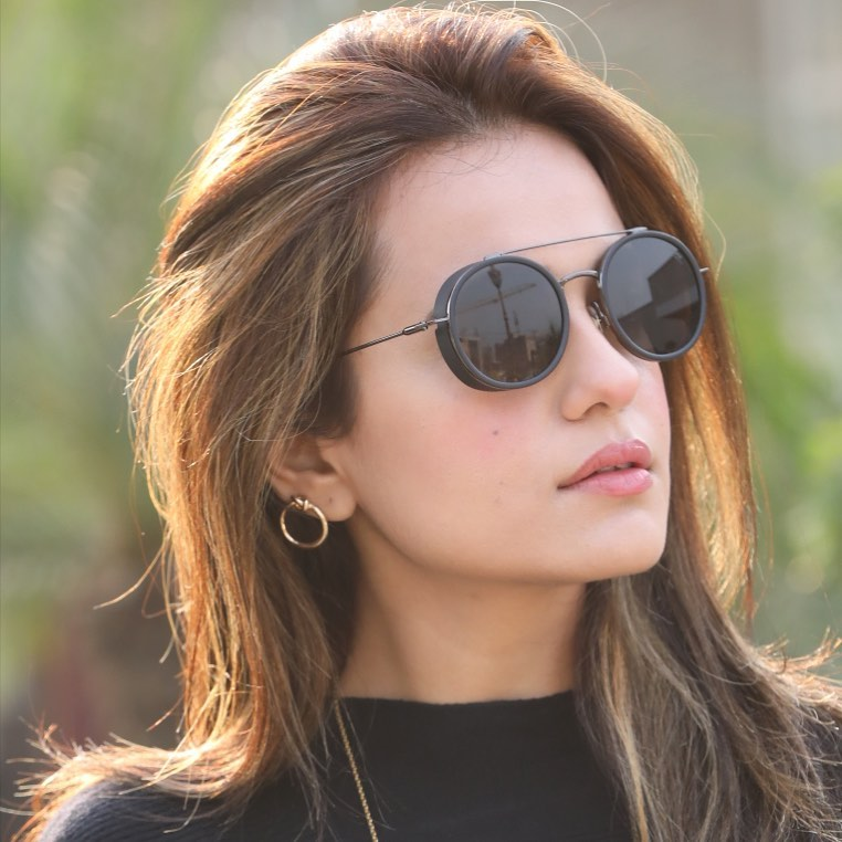 30 Sunkissed Pictures of Sumbul Iqbal