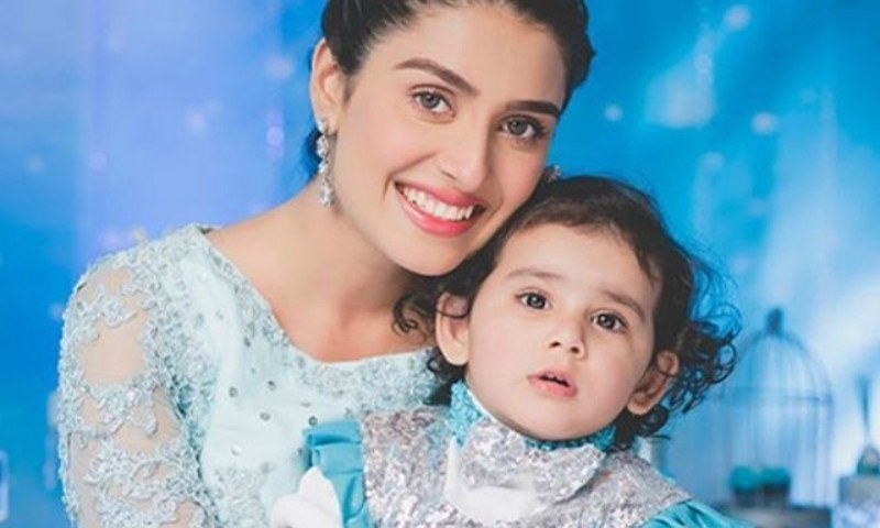 Unique Photo Collection of Ayeza Khan with Daughter