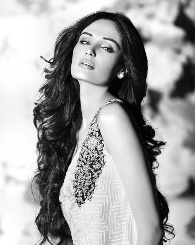 20 Latest Pictures Of Mehreen Syed