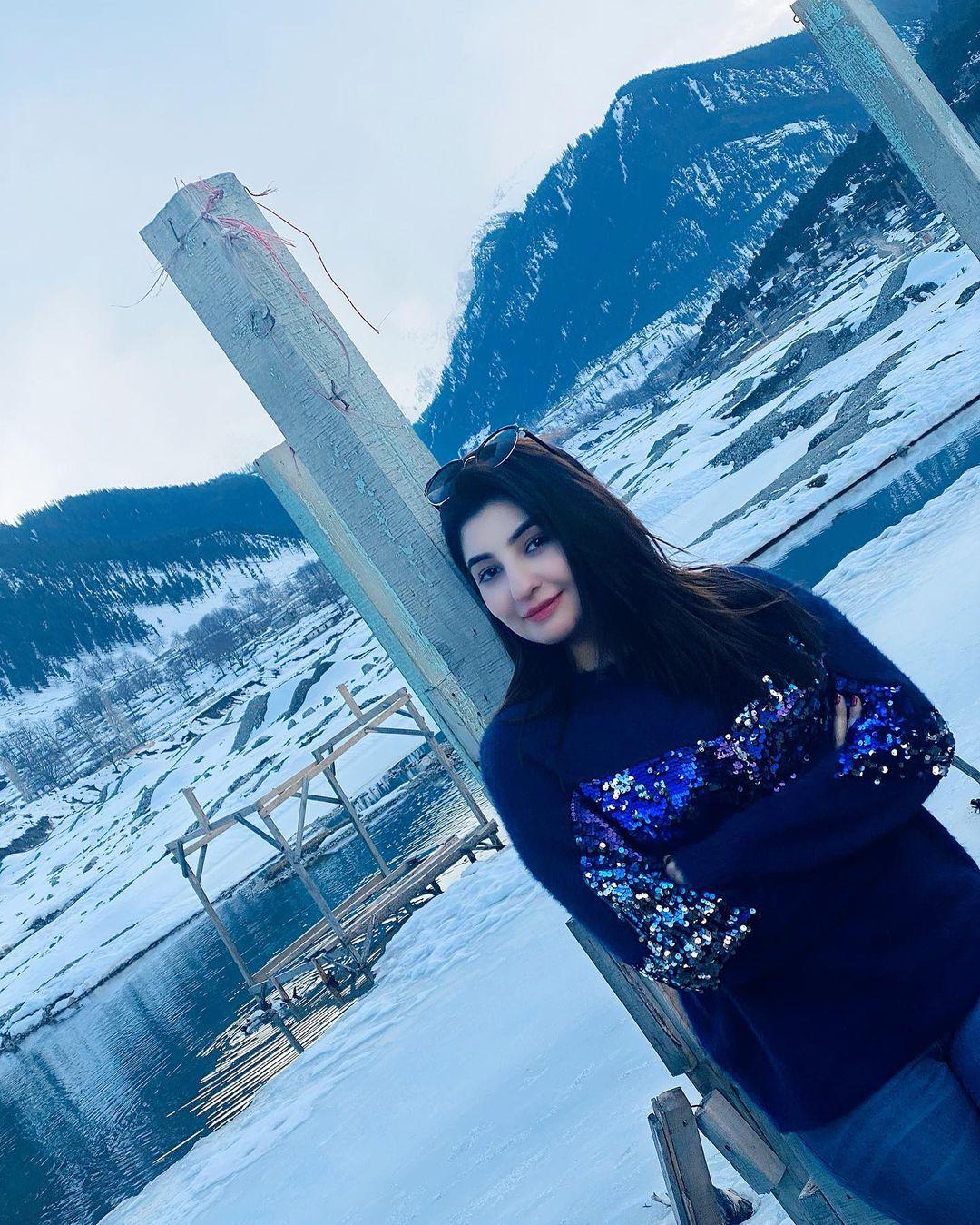 Singer Gul Panra Enjoying Snow in Murree - Beautiful Clicks