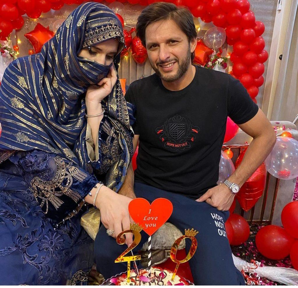 Shahid Afridi Celebrates his daughter's 19th birthday