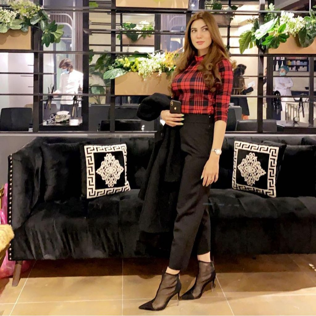 Nazish Jahangir Is Looking Stunning In High-waisted Pants