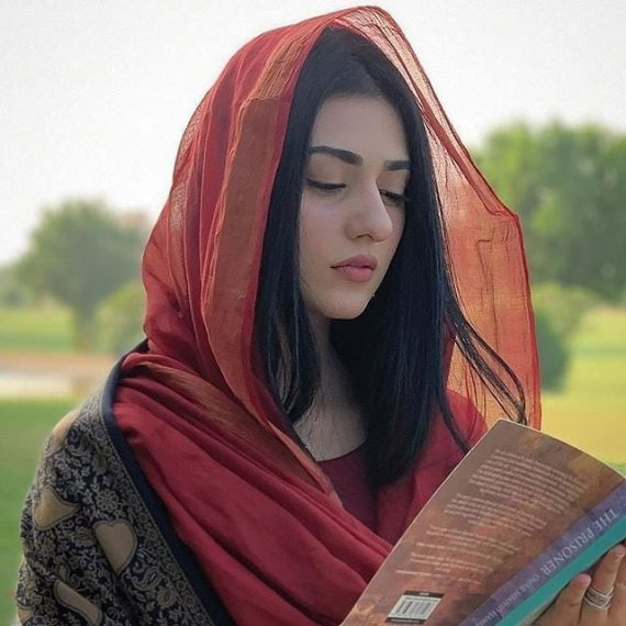 Sarah Khan Penned Down A Heart Felt Note At Father's Death