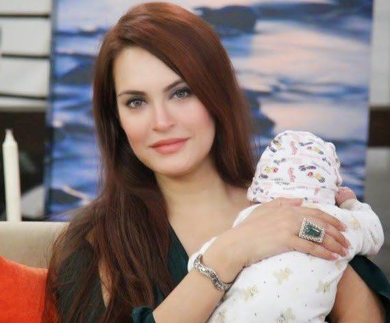 10 Lovely Pictures of Nadia Hussain with Her Son
