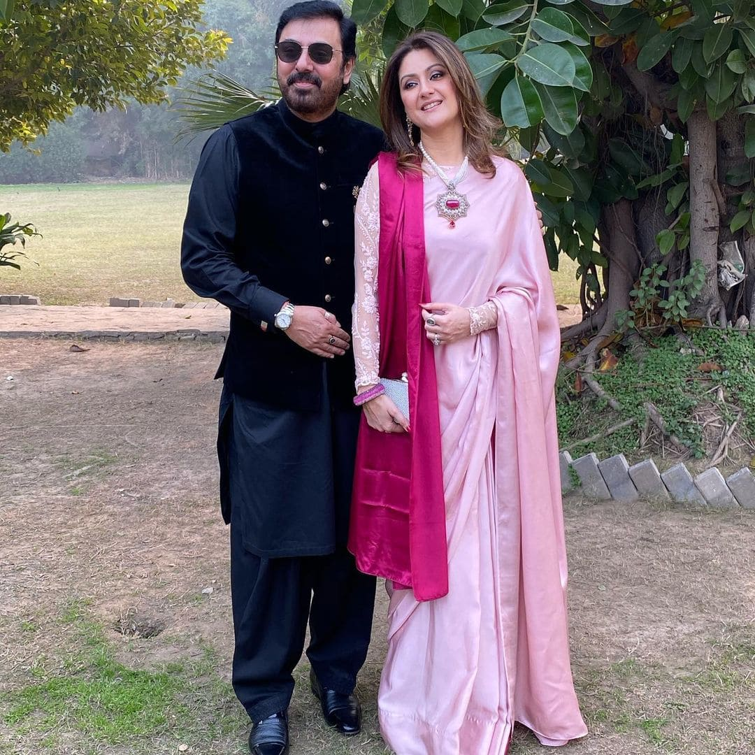 New Pictures of Nauman Ijaz with Family from a Recent Family Wedding