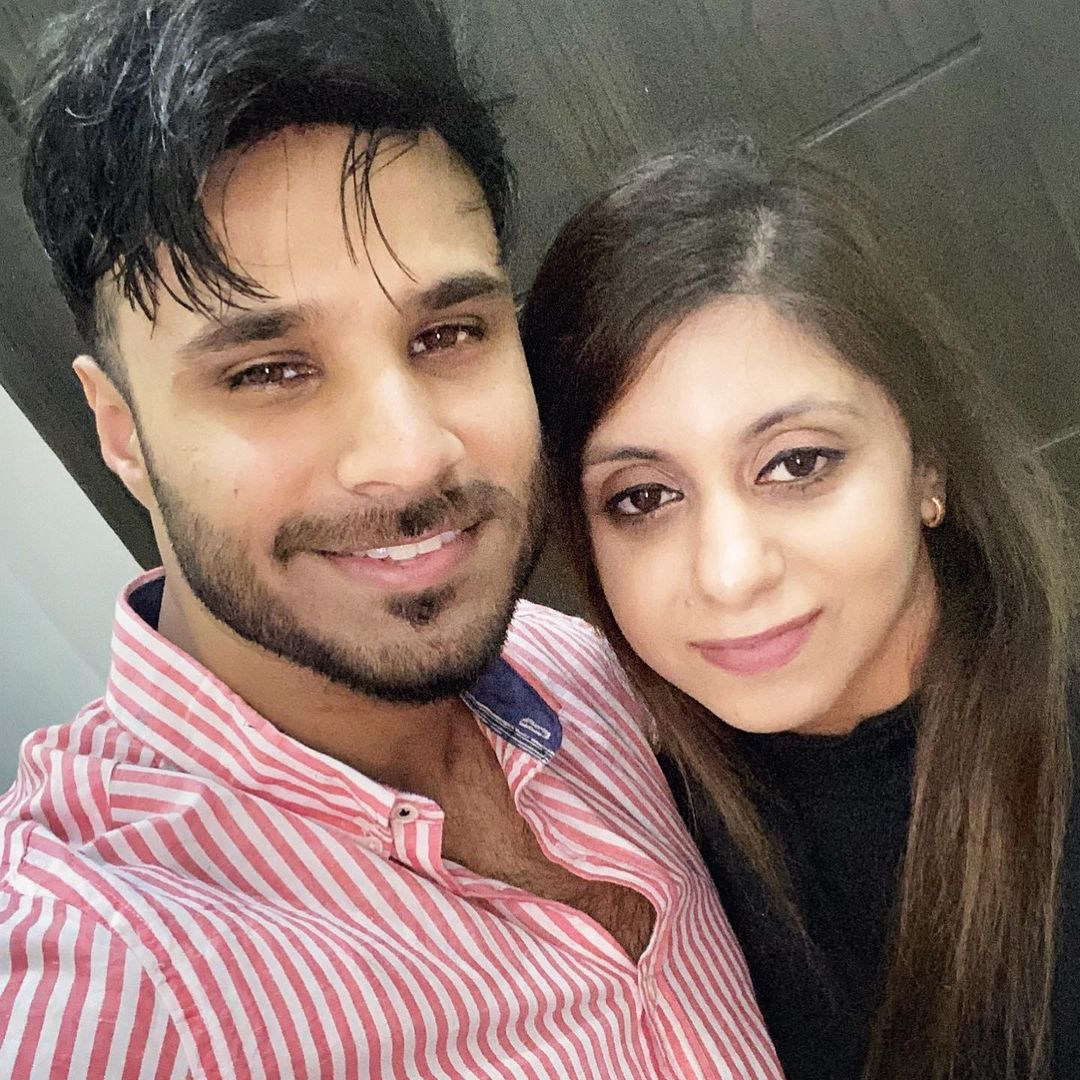 Rahim Pardesi Celebrating his Birthday with his Two Wives - Beautiful Pictures
