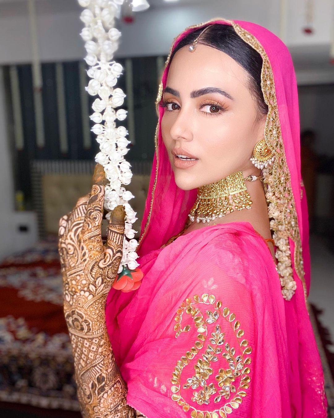 Sana Khan with her Husband for Honeymoon in Kashmir