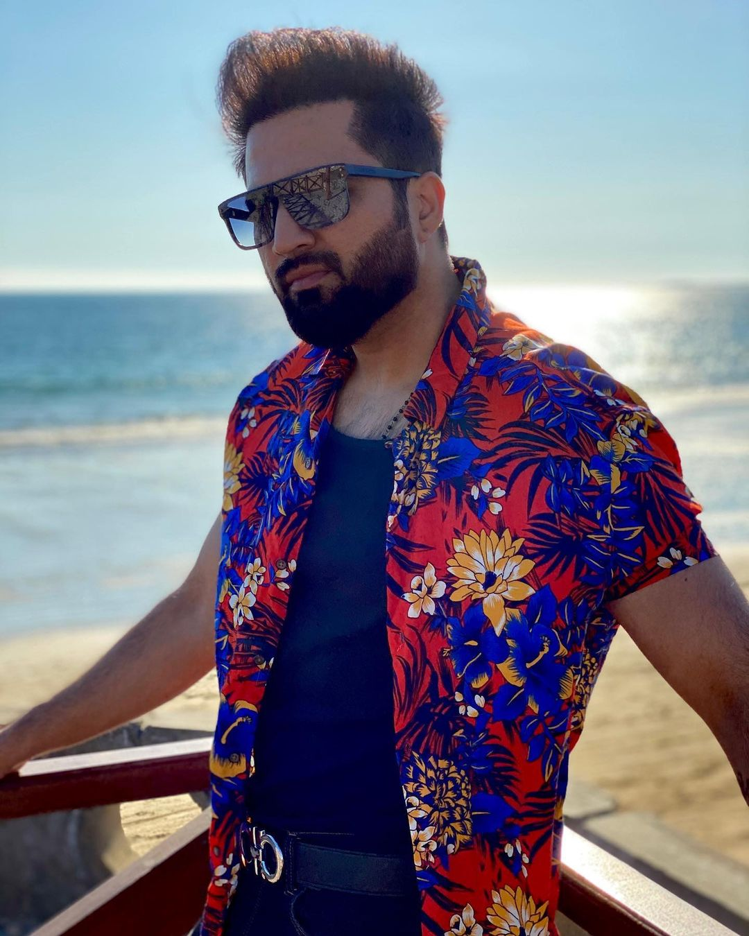 Sarah Khan and Falak Shabbir Beautiful Pictures from Beach