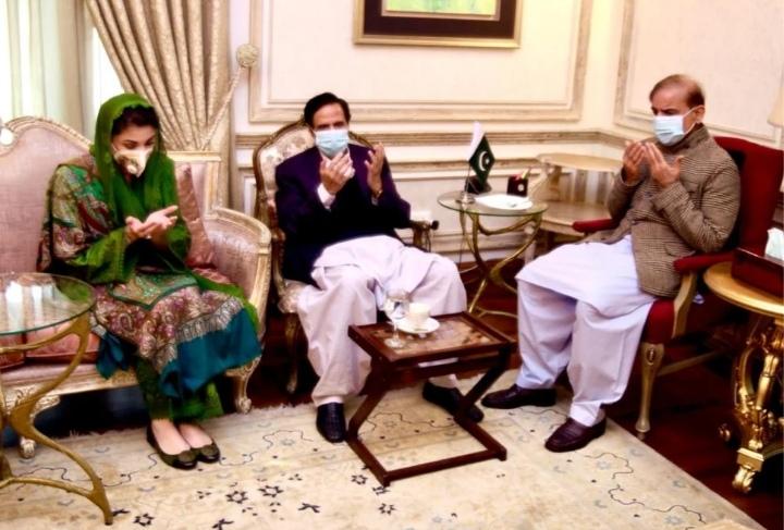 Chaudhry Pervez Elahi met with Shahbaz Sharif