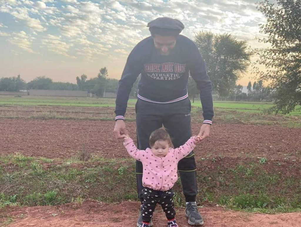 Latest Pictures Of Shahid Afridi With His Youngest Daughter Urwa