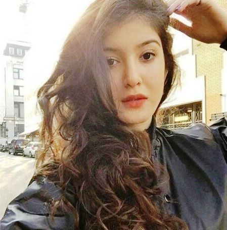 Sanjay Kapoor Daughter | 10 Bewitching Pictures