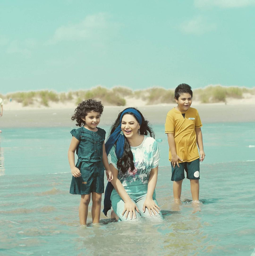 Veena Malik with Her Kids - Latest Beautiful Pictures