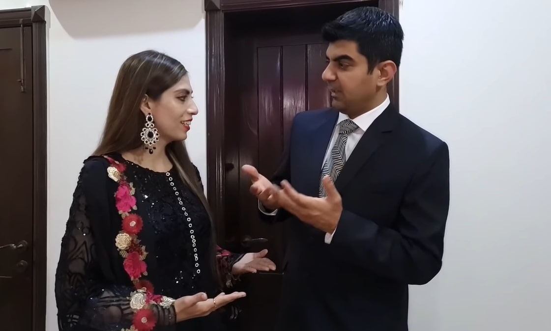 Youtuber Amna Riaz with her Husband on Dinner Date