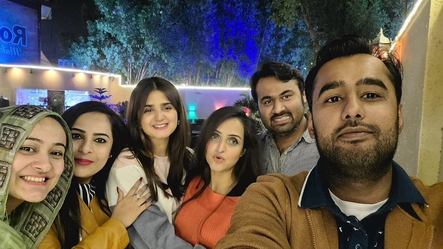 Hira Mani With Her Childhood Friends