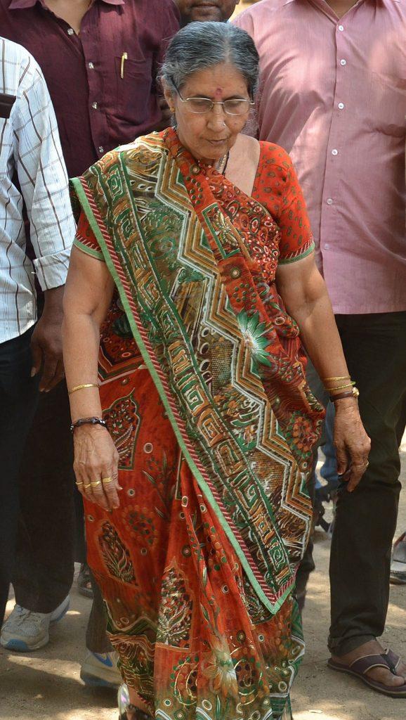 Narendra Modi Wife | 10 Unique Pictures